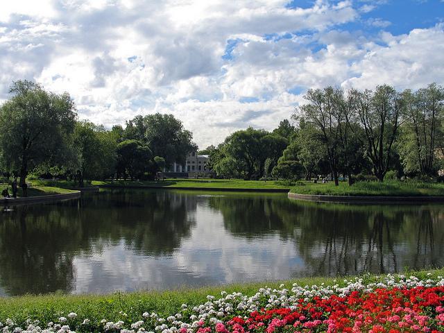 Pietarin puistot ovat upeita. Kuva Photorus.