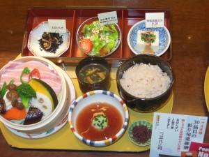 Japanilainen ruoka valmistetaan pääasiassa ilman lihaa, rasvaa, suolaa, sokeria, maitoa tai meikäläisiä viljoja. Kuva: Tapio Lindholm